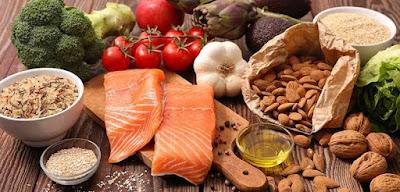 Mengkonsumsi makanan yang sehat dan mengandung banyak collagen agar cepat memutihkan kulit pria