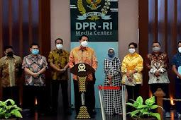 Komisi II DPR Seluruh Honorer Hanya Verifikasi dan Validasi Dokumen Menjadi PNS Tanpa TES, Sesuai Undang-Undang No.5