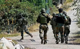 pulwama-booth-attacked-by-grenade