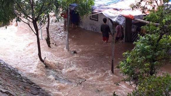 Sungai Meluap Warga Cipinang Indah terpaksa Mengungsi