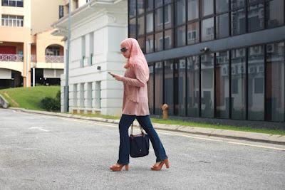 gaya busana hijab untuk jalan jalan