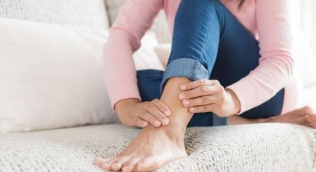 Κράμπες στα πόδια: Γιατί είναι πιο συχνές το καλοκαίρι;