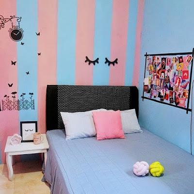 Wallpaper Dinding Biru Putih