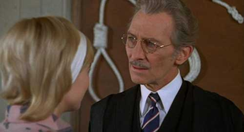 Peter Cushing y Judy Geeson en Fear in the Night