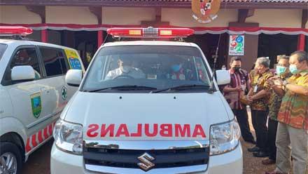 Bupati Kebumen serahkan 20 ambulans untuk puskesmas kecamatan