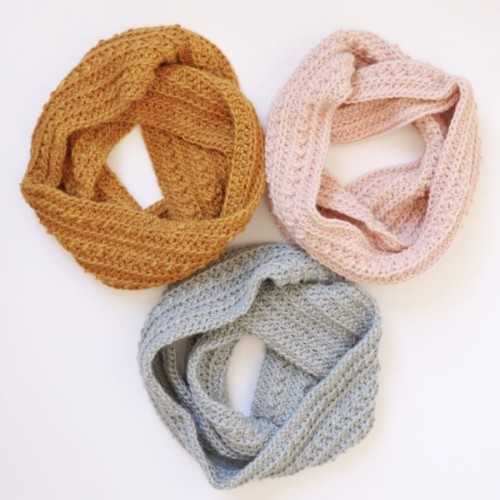 Crochet Cluster Stitch Infinity Scarf - Free Pattern