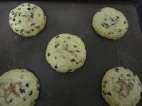 Cookies des rois coeur frangipane à la cacahuète après cuisson sur plaque