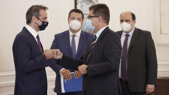Ο Πρωθυπουργός Κυριάκος Μητσοτάκης συναντήθηκε το απόγευμα στο Μέγαρο Μαξίμου με τον Επίτροπο της ΕΕ, αρμόδιο για τη Διαχείριση Κρίσεων, Janez Lenarčič.