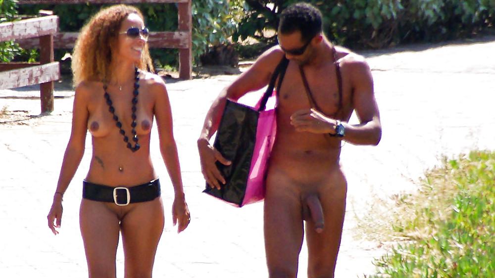 casal procura mulher sexo na praia de nudismo