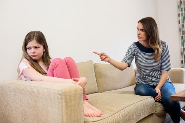 كيف تعاقب طفلك دون ايذائه نفسيا وجسديا؟