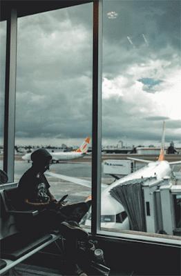 6 Tempat Asik Untuk Menulis Artikel Blog ruang tamu kamar tidur perpustakaan caffe bandara gate hotel