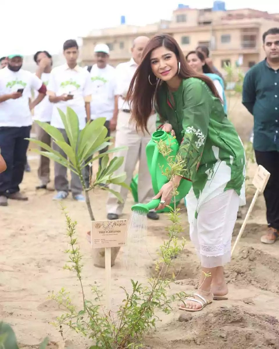 Ayesha Omar wishes 75th Independence Day to Pakistan