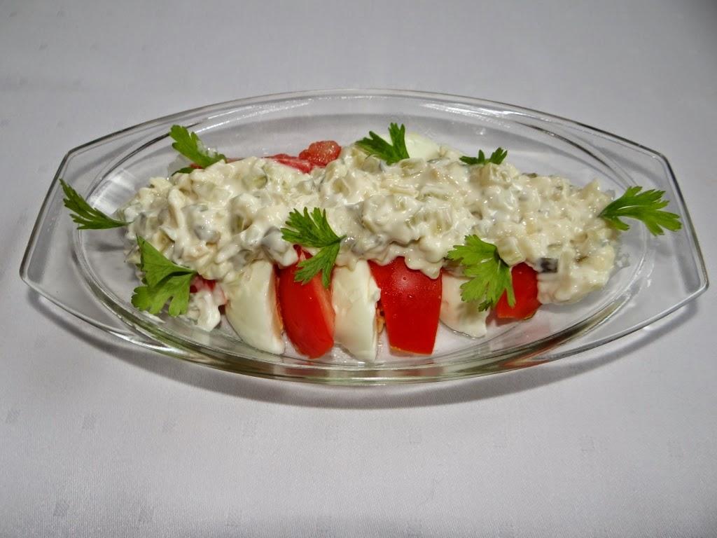 Szybka sałatka z sosem tatarskim