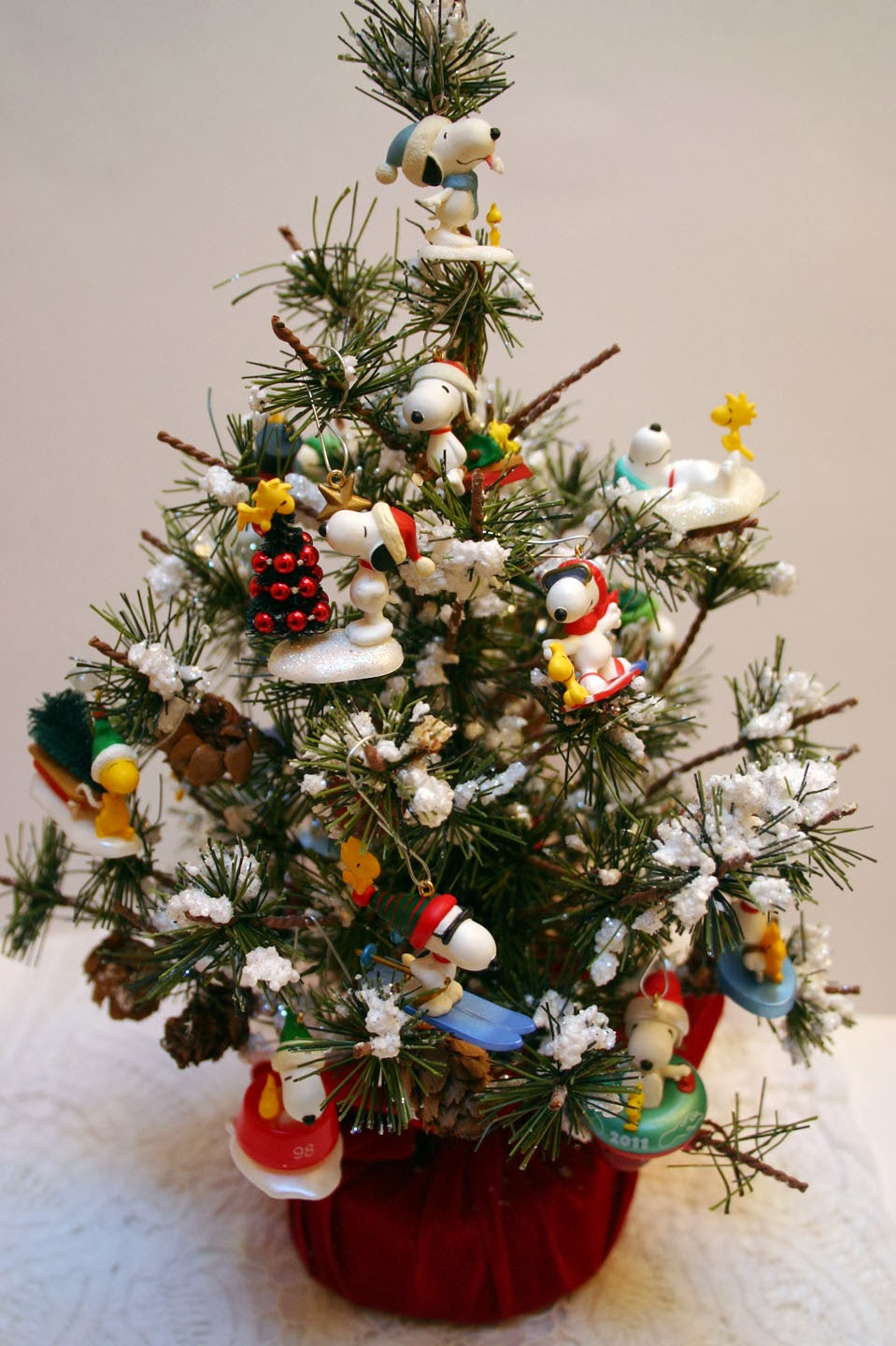 Sleepy In Seattle Poinsettia Card And Snoopy Tree