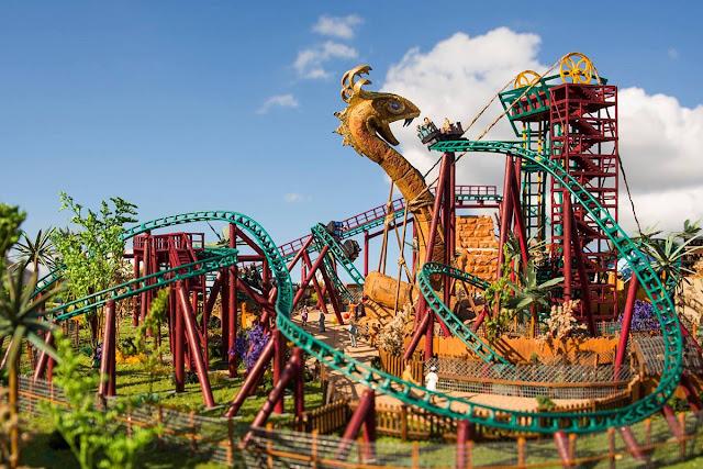 Montanha-Russa no parque Busch Gardens em Orlando