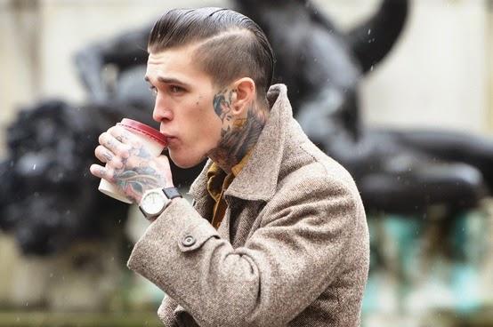 tatuaje en el cuello old school para hombre