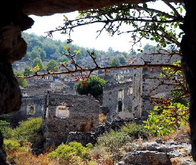 Εγκαταλελειμμένη Ελληνική Ορθόδοξη Εκκλησία του 1888  σ' ένα χωριό φάντασμα στη Μικρά Ασία