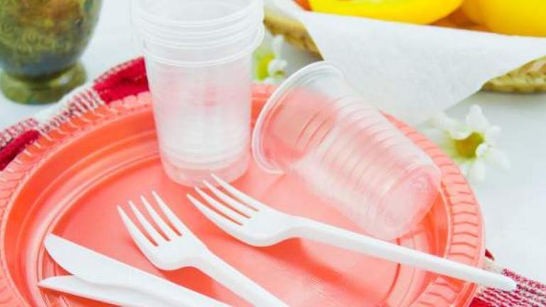 Τέλος στα πλαστικά μιας χρήσης από τις 3 Ιουλίου