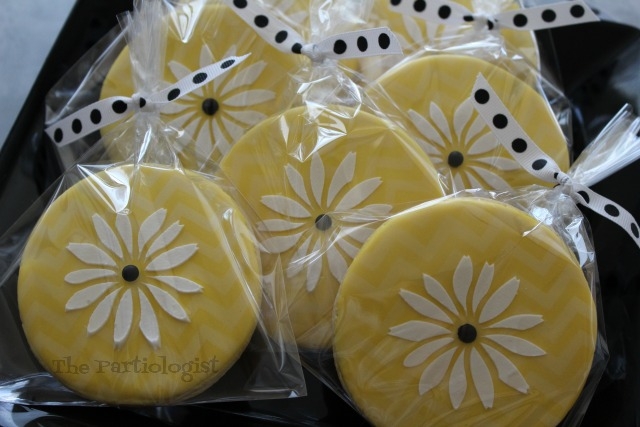 Chevron Daisy Cookies