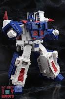 Transformers Kingdom Ultra Magnus 15