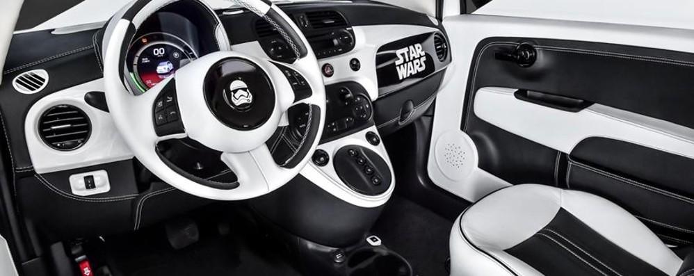 500e%2BStormtrooper interior Η FCA συνεργάζεται με την Disney για το Star Wars και ξύπνησε την δύναμη των προσφορών Fiat, Fiat 500, Fiat 500X, Sales