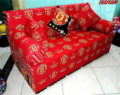Sofa bed inoac motif bola Manchester United