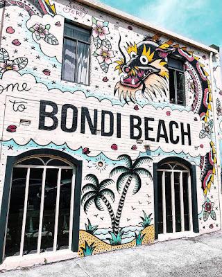 Gambar mural pantai