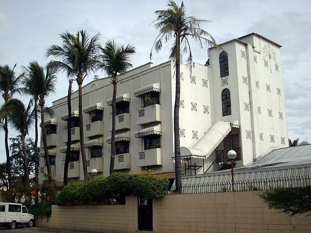 Front view of La Parilla Hotel in Cabanatuan City