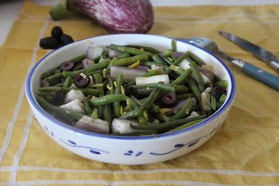 Cuillère et saladier : Salade de haricots verts, aubergines, citron et olives