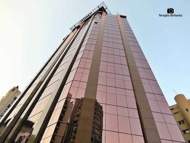 Perspectiva inferior da fachada do Edifício Itaquerê - Itaim Bibi - São Paulo
