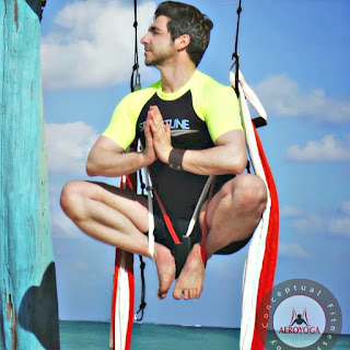 aeroyoga, yoga aereo, aerial yoga, air yoga, meditacion, meditation, padmasana, columpio, hamaca, trapeze, gravity, gravedad, body, hammock, anti, age, salud