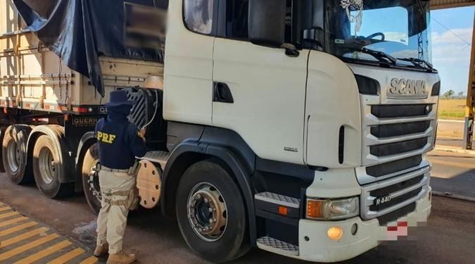 PRF apreende caminhão com falhas no sistema de Arla 32