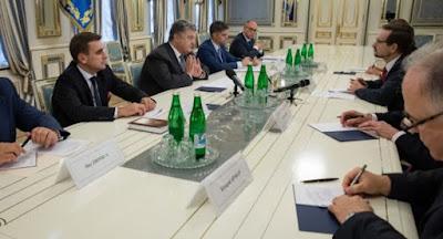 Украина обсуждает варианты ввода миротворцев на Донбасс
