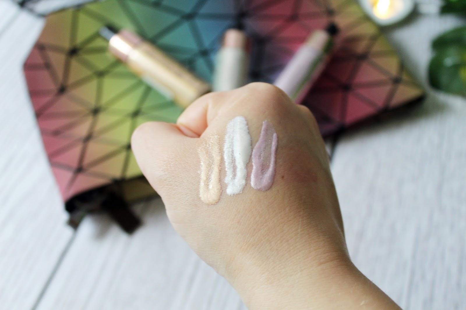 Płynny rozświetlacz Liquid Highlighter - Makeup Revolution