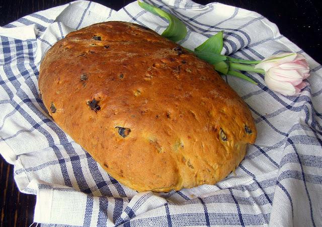 chleb+z+oliwkami1 Chleb z oliwkami i suszonymi pomidorami