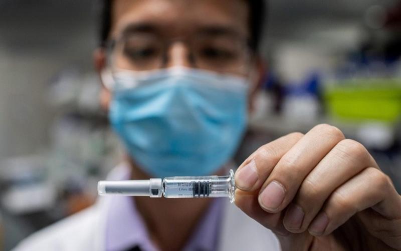 """Türk halkı koronavirüs aşısına """"temkinli"""" yaklaşıyor"""