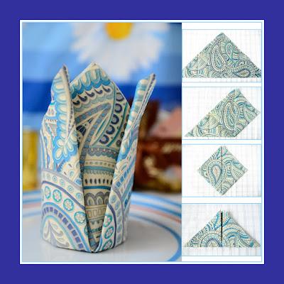 Eine Krone aus heller Serviette mit Muster in blau Tönen