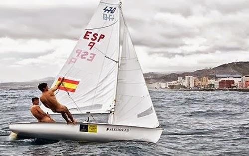 2ba916dd545 Velejadores espanhóis ficam pelados e ganham popularidade na ...