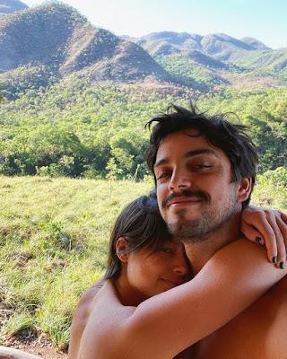Agatha Moreira e Rodrigo Simas em clima de romance nas férias — Foto: Reprodução/Instagram