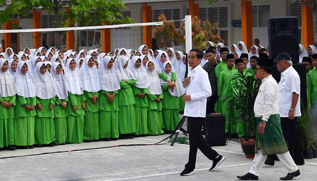 Jam Pelajaran Agama Dikurangi, DPR: Pak Menteri, Tujuan Sistem Pendidikan Nasional Apa?