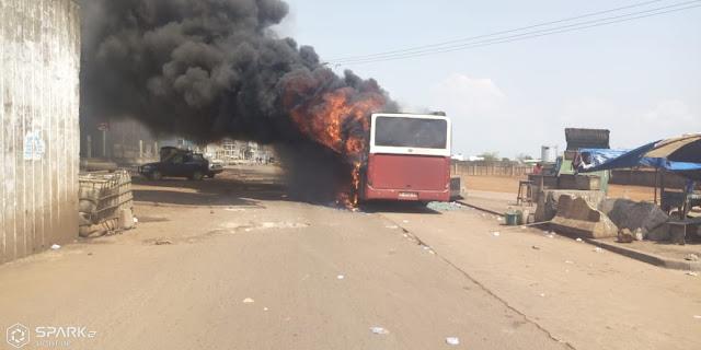 Bilan un minibus et deux autres bus de la SOTRAGUI ont été caillasses