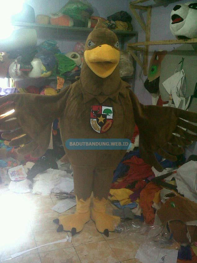 Badut burung garuda maskot pesantren ummul quro alislami