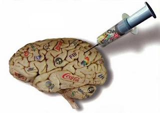 Símil gráfico del proceso de inoculación de memes en la mente de una persona