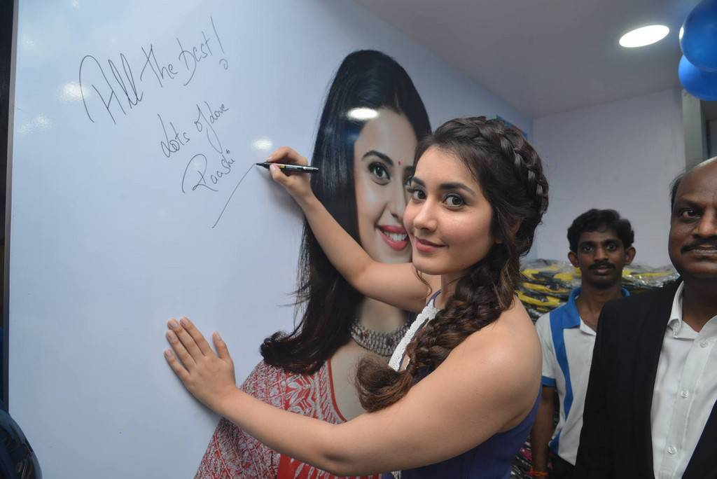 Raashi Khanna At Big C Store Launch In Guntur Event Pics