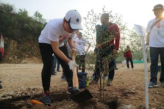 Penanaman pohon di Ulang Tahun Indocement ke-44