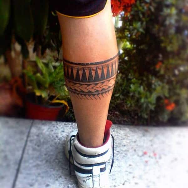 Tatuaje Maori en los gemelos