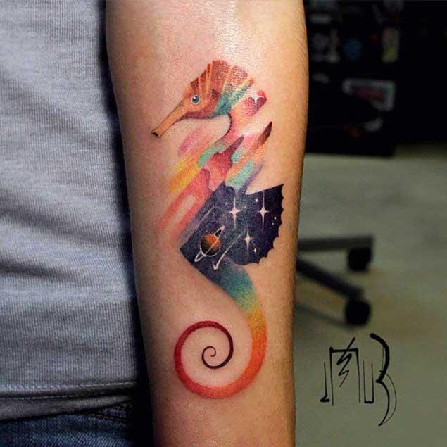 Increíble tatuaje de caballito de mar