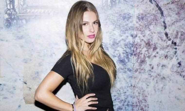 Γνωστή τραγουδίστρια απολύθηκε από νυχτερινό μαγαζί της Λάρισας γιατί δεν έκανε κονσομασιόν! (VIDEO)