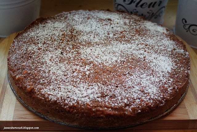 ciasto marchewkowe z orzechami włoskimi i cynamonem