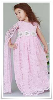 3. Model kebaya anak full brokat pink dengan layer tangan.